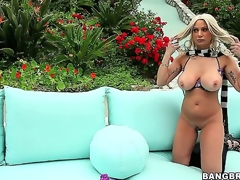 Blonde milf Isabella Rossa is very proud of her body, and shes gonna show off every last inch of her curves on web camera outside!